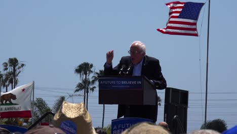 Bernie-Sanders-speaks-in-front-of-a-huge-crowd-at-a-political-rally-about-our-broken-criminal-justice-system-1