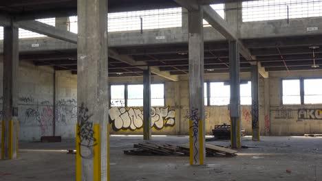 Innenraum-Eines-Alten-Lagerhauses-Oder-Einer-Fabrik