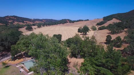 Aerial-footage-of-the-rolling-hills-oak-trees-and-farms-of-Central-California