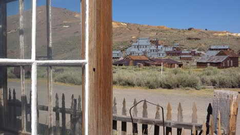 The-old-rusting-silver-mine-at-Bodei-California-perfectly-describes-an-abandoned-ghost-town