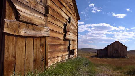 Old-wooden-barns-sit-in-the-grasslands-at-the-abandoned-ghost-town-of-Bodie-1