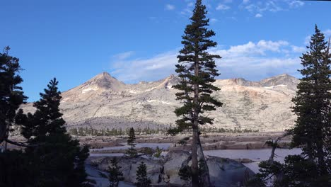 Time-lapse-shot-of-the-Desolation-Wilderness-in-the-Sierra-Nevada-mountains-California