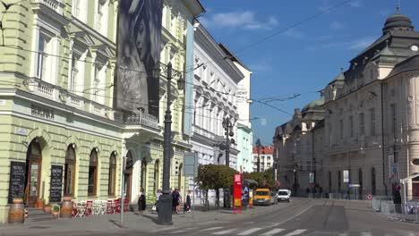 Eine-Moderne-Stadtstraße-In-Bratislava-Slowakei