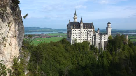 A-classic-view-of-Neuschwanstein-Mad-Ludwigs-castle-in-Bavaria-Germany