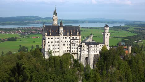 A-classic-view-of-Neuschwanstein-Mad-Ludwigs-castle-in-Bavaria-Germany-2