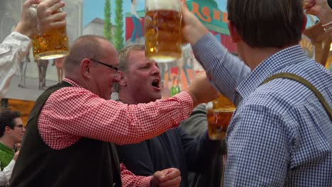 Everybody-toasts-with-mugs-of-beer-at-Oktoberfest-Germany
