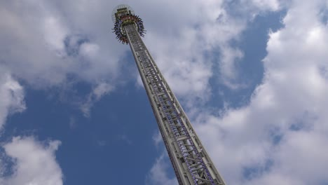 A-thrill-ride-at-an-amusement-park-involves-a-high-tower-drop-1