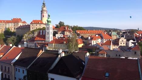 Aufnahmeaufnahme-Von-Cesk___´©-Krumlov-Ein-Hübsches-Kleines-Dorf-In-Der-Tschechischen-Republik