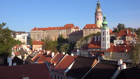 Aufnahmeaufnahme-Von-Cesk___´©-Krumlov-Ein-Hübsches-Kleines-Böhmisches-Dorf-In-Der-Tschechischen-Republik