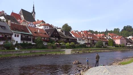 Riverside-scene-in-Cesk___´©-Krumlov-a-lovely-small-Bohemian-village-in-the-Czech-Republic