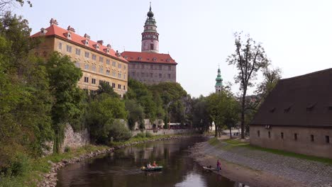 A-riverside-view-of-Cesk-Krumlov-a-lovely-small-Bohemian-village-in-the-Czech-Republic