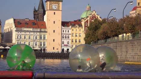 People-roll-around-inside-rubber-bubbles-on-the-Vltava-Río-in-Prague-Czech-Republic