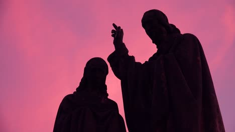 Classic-morning-dawn-light-on-statues-on-the-Charles-Bridge-in-Prague-Czech-Republic-3