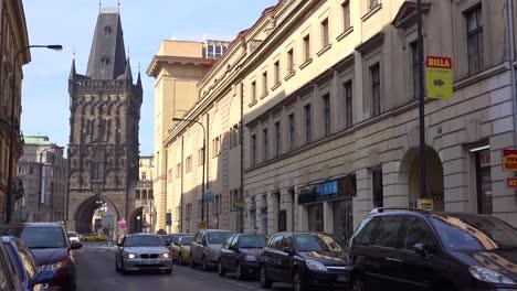 Ein-Blick-Auf-Eine-Straße-In-Einem-Geschäftsviertel-Von-Prag-Tschechien