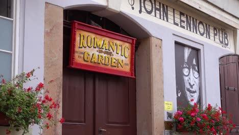 Exterior-Del-Pub-John-Lennon-En-Praga-República-Checa