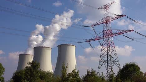 Ein-Großes-Kernkraftwerk-Erzeugt-Strom-In-Tschechien