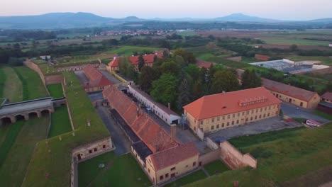 Eindringliche-Antenne-über-Dem-Nazi-Konzentrationslager-Theresienstadt-In-Tschechiencz