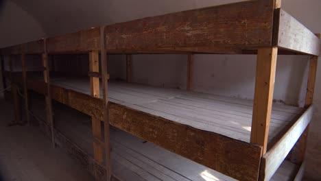 Innenraum-Der-Gefangenenschlafräume-Im-Nazi-Konzentrationslager-Theresienstadt-In-Tschechien