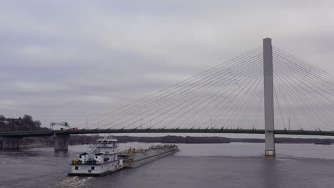 Drone-vista-aérea-footage-of-a-huge-barge-traveling-under-a-highway-bridge-on-the-Mississippi-Río-near-Burlington-Iowa-3