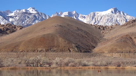 Kayakers-enjoy-a-beautiful-day-at-the-base-of-Mt-Whitney-and-the-Sierra-Nevada-mountains-near-Lone-Pine-California