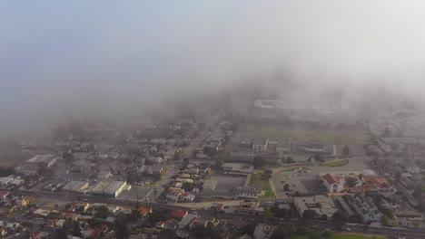 Una-Antena-A-Través-De-La-Niebla-Revela-Una-Ciudad-Del-Sur-De-California-Ventura-California