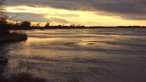 Establishing-shot-of-the-Platte-River-in-golden-light-in-central-Nebraska-near-Kearney-1