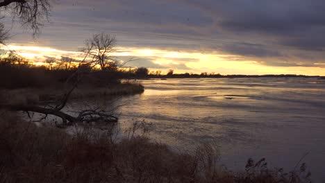 Establishing-shot-of-the-Platte-River-in-golden-light-in-central-Nebraska-near-Kearney-2
