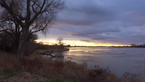 Establishing-shot-of-the-Platte-River-in-golden-light-in-central-Nebraska-near-Kearney-3