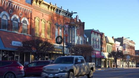 La-Pintoresca-Calle-Americana-En-Pella-Iowa-Con-Escaparates-Tradicionales