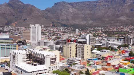 Antena-Sobre-El-Colorido-Barrio-Malayo-De-Bo-kaap-El-Barrio-De-Cape-Town-Y-El-Centro-De-La-Ciudad-De-Sudáfrica-1