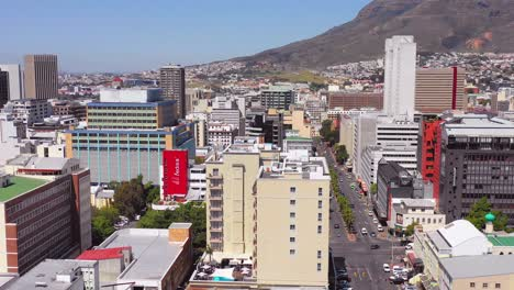 Antena-Sobre-El-Horizonte-Del-Centro-De-Ciudad-Del-Cabo-Sudáfrica-Incluidos-Los-Edificios-De-Oficinas-Y-Sktscrapers