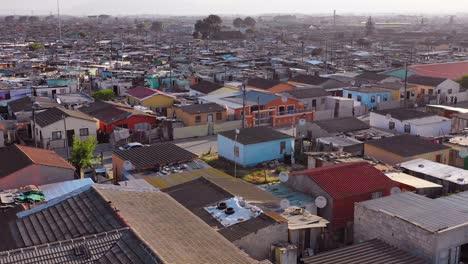 Antena-Sobre-Gugulethu-Uno-De-Los-Barrios-Marginales-Afectados-Por-La-Pobreza-Gueto-O-Municipios-De-Sudáfrica