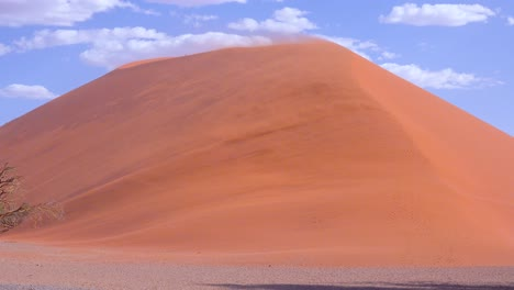 Vientos-Muy-Fuertes-Soplan-Arena-De-La-Duna-45-En-Una-Enorme-Tormenta-De-Arena-En-El-Parque-Nacional-Namib-Naukluft-Namibia