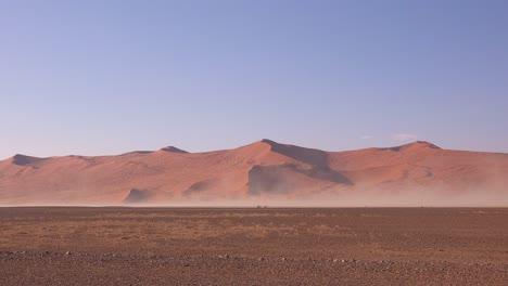 Vientos-Muy-Fuertes-Soplan-Arena-Durante-Una-Tormenta-De-Arena-En-El-Parque-Nacional-Namib-Naukluft-Namibia