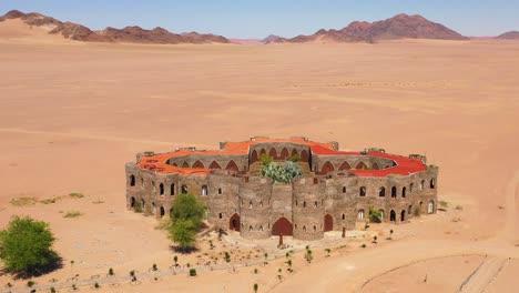 Antena-Del-Espectacular-Hotel-Le-Mirage-Resort-Lodge-Castle-And-Spa-En-La-Región-Sossusvlei-Del-Desierto-De-Namib-Namibia-2