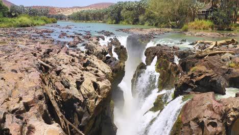 Una-Hermosa-Antena-Sobre-Epupa-Falls-En-La-Frontera-De-Angola-Y-Namibia-áfrica-5