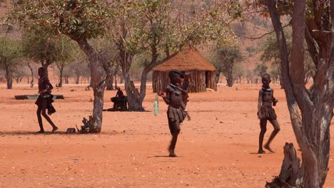 Small-poor-African-Himba-village-on-the-Namibia-Angola-border-with-mud-huts-and-children-1