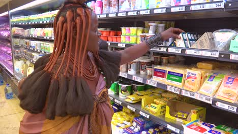 Astonishing-shot-of-tribal-African-Himba-woman-shopping-in-a-modern-supermarket-in-Opuwa-Namibia-contrast-of-old-and-modern-life-3