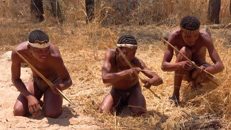 San-tribal-bushman-hunters-in-Namibia-Africa-prepare-poisoned-arrows-while-hunting-for-prey-on-the-savannah