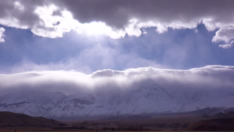 Beautiful-cloud-formations-over-Mt-Whitney-in-the-Sierra-Nevada-mountains-in-winter