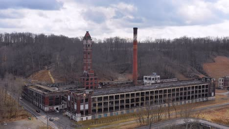 Aerial-over-an-abandoned-factory-in-the-American-midwest