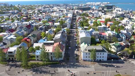 Hochwinkelaufnahme-über-Die-Innenstadt-Von-Reykjavik-Island-Nachbarschaften-1