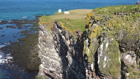 Los-Acantilados-De-Aves-De-Latrabjarg-Islandia-Son-Una-Delicia-Para-La-Observación-De-Aves-Que-Exploran-3