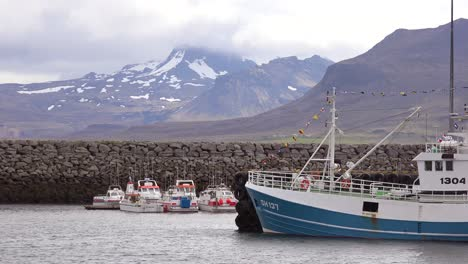 Commercial-fishing-boats-sit-in-a-harbor-in-Grundarfj_____Šr______ur-Iceland