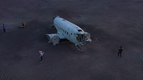 Vista-Aérea-over-a-crashed-US-Navy-DC-3-on-the-black-sands-of-Solheimasandur-Iceland-6