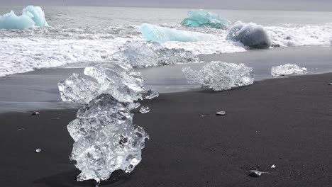 Large-clear-icebergs-wash-ashore-in-Iceland-at-Diamond-Beach-Jokulsarlon-1
