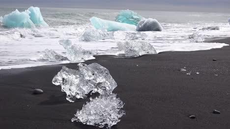 Large-clear-icebergs-wash-ashore-in-Iceland-at-Diamond-Beach-Jokulsarlon-2