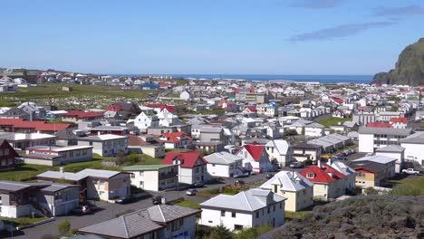 Toma-De-Establecimiento-De-La-Ciudad-De-Heimaey-En-Las-Islas-Westman-Vestmannaeyjar-Islandia-2