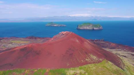 Good-vista-aérea-of-Eldfell-volcano-looming-over-Heimaey-in-the-Westman-Islands-Vestmannaeyjar-Iceland-1