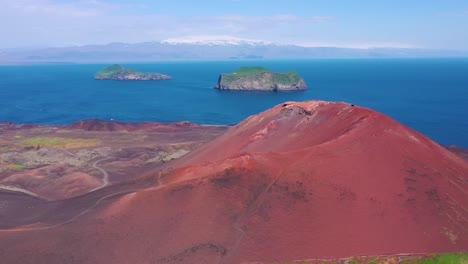 Buena-Antena-Del-Volcán-Eldfell-Que-Se-Cierne-Sobre-Heimaey-En-Las-Islas-Westman-Vestmannaeyjar-Islandia-2